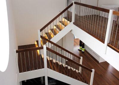 LDS trappdesign med led belysning i stor villa