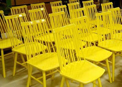 ytbehandling av gula stolar